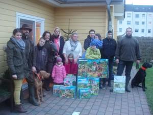 Die Kinder im Regenbogenhaus freuen sich über die Spielzeugspenden der Steinwedeler Jäger. Foto: privat.