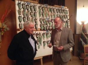 Jörg Weiland (links) wird für 25-jährige Mitgliedschaft im Hegering von Hegeringleiter Detlef Pausch geehrt.