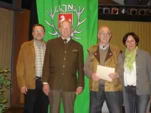 Henning Hieber und Dr. Horst Klerke werden zu Ehrenmitgliedern ernannt. Foto: Oliver Brandt