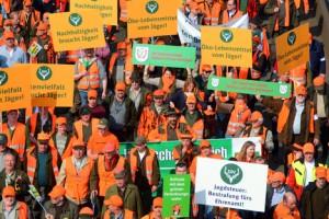 Hände weg vom Jagdrecht! In Düsseldorf haben Jägerinnen und Jäger eindrucksvoll für ihr Recht demonstriert!  (Quelle: LJV-NRW/Martini)