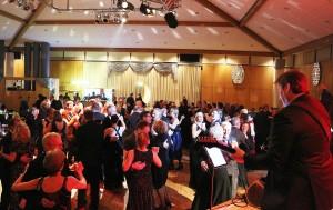 450 Reiter und Jäger bevölkerten die Tanzfläche im Burgdorfer Veranstaltungszentrum. Foto: Georg Bosse