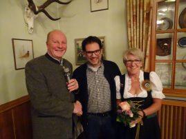 Hartmut Scholz (links) ernennt den neuen Hundeobmann Marco Klatt und bedankt sich bei der scheidenden Hundefrau Ulla Frank